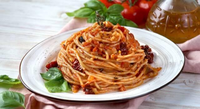Saporita e invitante, la pasta con pomodori secchi è un primo piatto incredibile