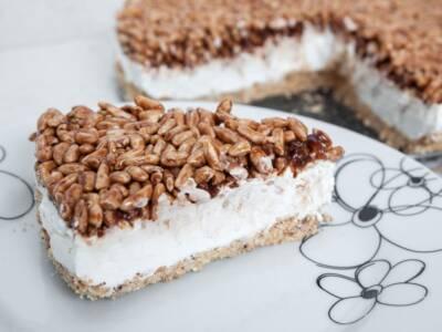 Torta Kinder Cereali: la ricetta originale golosa e senza cottura
