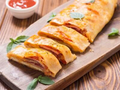 Rotolo di pasta sfoglia con provola, cotto e pomodoro: la ricetta facile e veloce