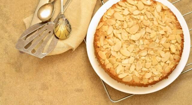 Preparate la leggerissima torta al latte di mandorle!