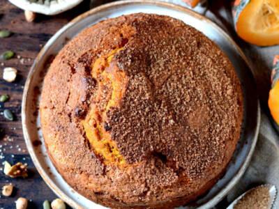 Zucca e amaretti stanno benissimo insieme: provateli in questa torta