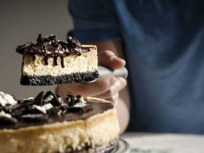 Impossibile resistere alla cheesecake Oreo e Nutella