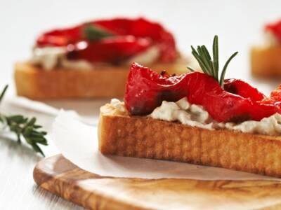 Rustici crostini con verdure e crema al formaggio: un finger food per ogni occasione!
