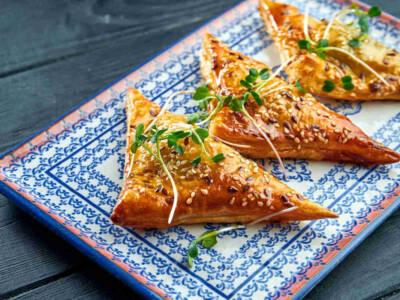 Cornetti di pasta fillo con porri e zucchine: la ricetta veloce e bilanciata