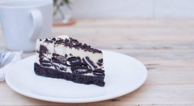 Preparatevi a una vera golosità: la torta Oreo con il Bimby sta arrivando