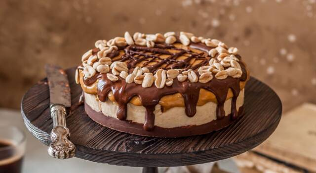 Torta Snickers: impossibile resisterle