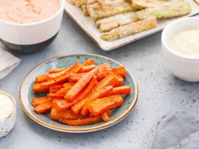 Cercate un'alternativa alle patatine? Provate i bastoncini di carote al forno