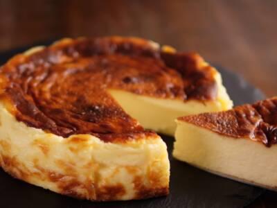 Abbiamo bruciato il dolce? No, la cheesecake basca è proprio così!