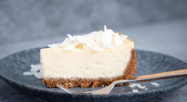 Cheesecake Raffaello: tutta la bontà del cocco in un dolce