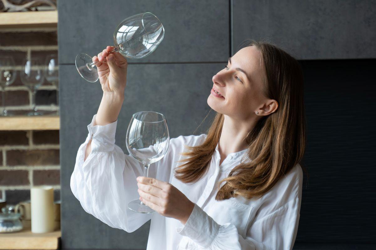 Controllare aloni sui bicchieri