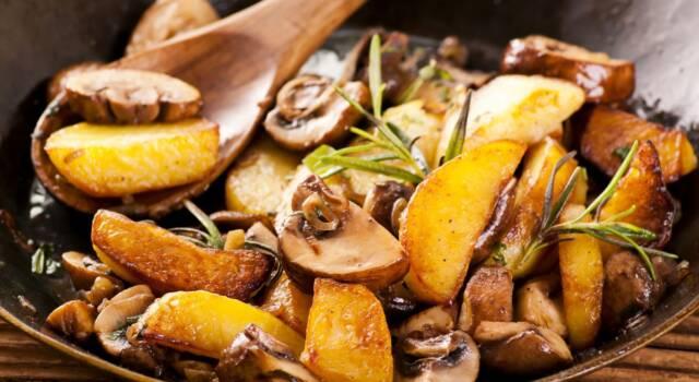 Funghi e patate in padella: il contorno goloso dell'autunno