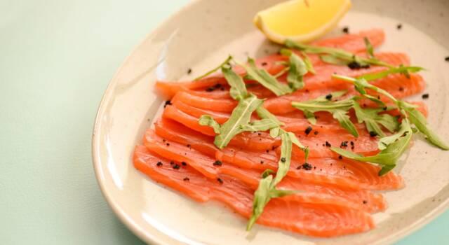 Linee guida per un salmone marinato e la ricetta base con l'aceto!