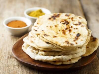 La ricetta indiana del pane Naan al forno, incredibilmente sottile
