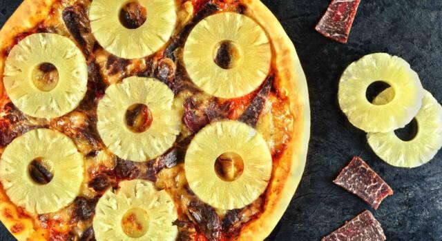 Non solo con l'ananas: ecco le pizze più strane e assurde!