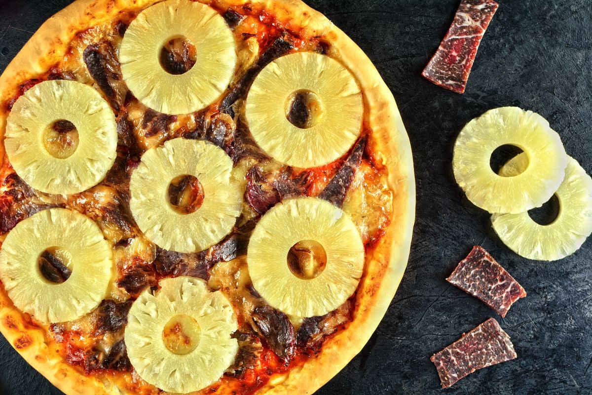 Pizza con l'ananas