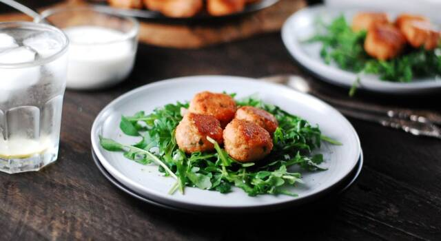 Tutto il gusto del pesce in una pepita: è la ricetta delle polpette di salmone!