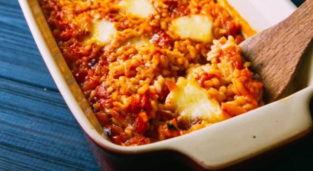 Risotto alla sorrentina: la ricetta al forno con pomodoro e mozzarella