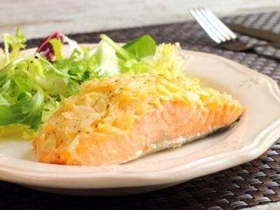 Salmone in crosta di patate: lo preferite al forno o in padella?