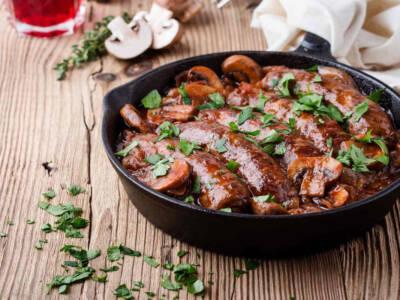 Salsiccia e funghi in padella: un secondo piatto amato da tutti!