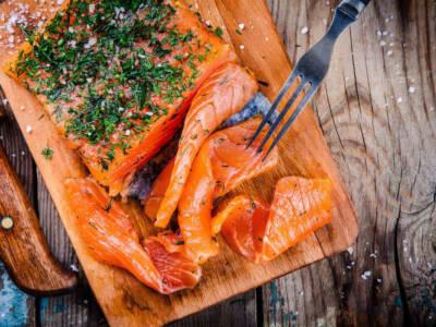 Salmone affumicato: storia, come si fa a casa e caratteristiche
